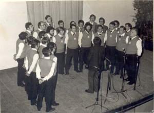 1976 sotto la direzione di Don Giuliano Salotti a Pieve Fosciana